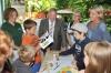 Eine neu angelegte Wildblumenwiese zum 15. Geburtstag der Zoo-Imkerei